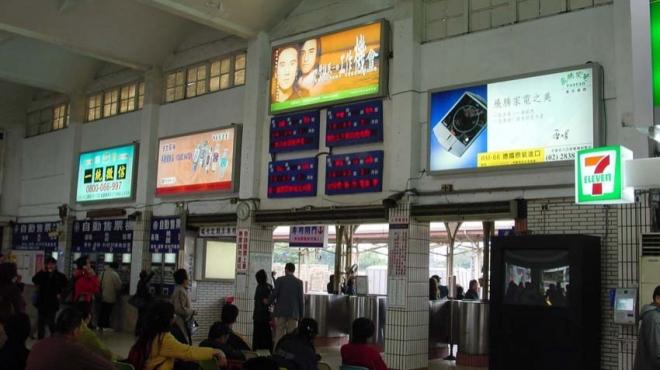 91_年桃園火車站媒體燈箱