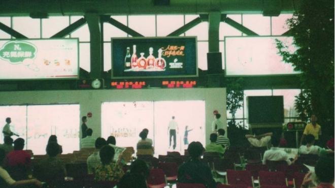 84年_小港機場內媒體行銷廣告燈箱